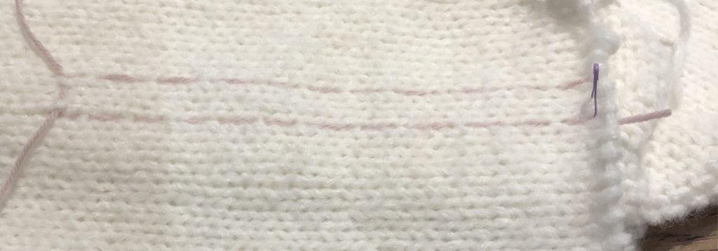 Kontrastfarget tråd rundt der jeg skal sy.